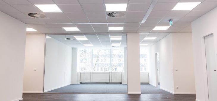 LED-Bürobeleuchtung sorgt für motivierte Mitarbeiter und optimales Licht am Arbeitsplatz